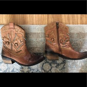 Vince Camuto brown booties with turquoise beads